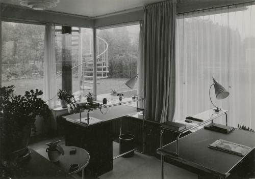 The studio. photo Piet Zwart, 1933. Collection Het Nieuwe Instituut. @ Piet Zwart / Nederlands Fotomuseum