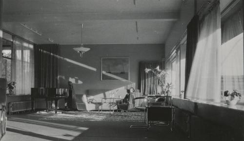 Rays of sunlight entering the living room. Collection Het Nieuwe Instituut. Loan BIHS