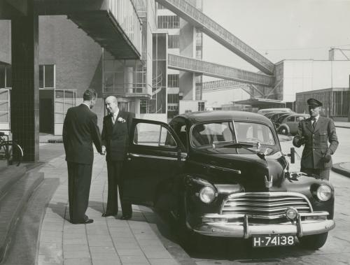 Mr Sonneveld arriving at the Nelle factory. Collection Het Nieuwe Instituut. On loan from BIHS