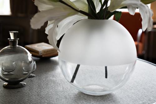 The spherical vase by A.D. Copier. Photo Johannes Schwartz