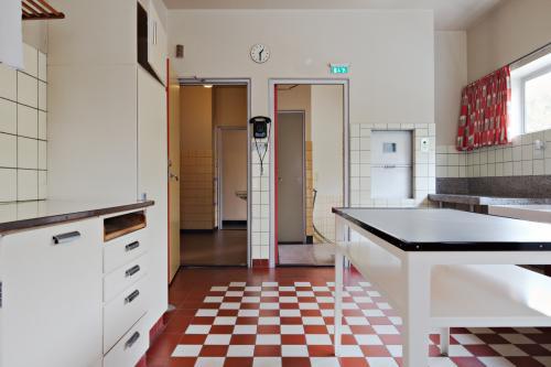 Kitchen in Sonneveld House. Photo Johannes Schwartz.