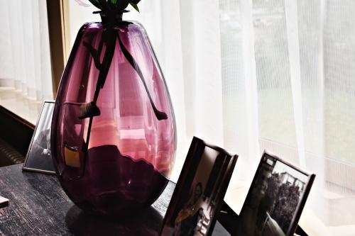 J.J.C. Lebeau. 'Kalebas' vase. Photo Johannes Schwartz