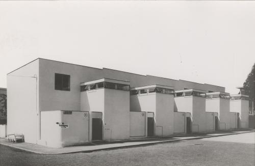 Row of houses by J.J.P. Oud. Weissenhofsiedlung Stuttgart. Collection Het Nieuwe Instituut. OUDJ ph409