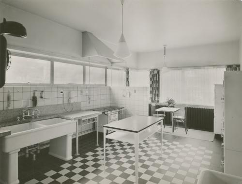 Kitchen. Photo Piet Zwart. Collection Het Nieuwe Instituut. © Piet Zwart / Nederlands Fotomuseum