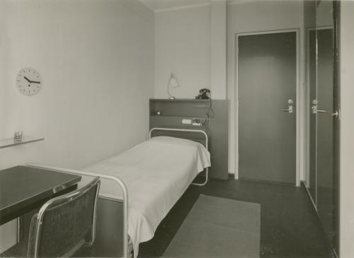 One of the servant's room. Photo Piet Zwart. Collection Het Nieuwe Instituut. © Piet Zwart / Nederlands Fotomuseum
